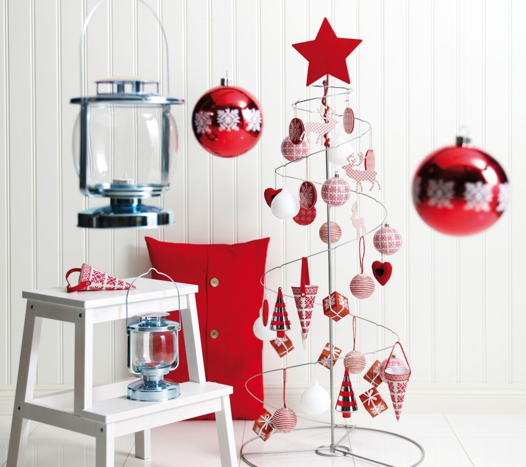 pretty-design-ideas-of-christmas-party-centerpiece-with-red-white-colors-christmas-ball-ornaments-and-metal-christmas-tree-also-glass-metal-lanterns-as-well-as-christmas-candle-centerpieces-table-plu